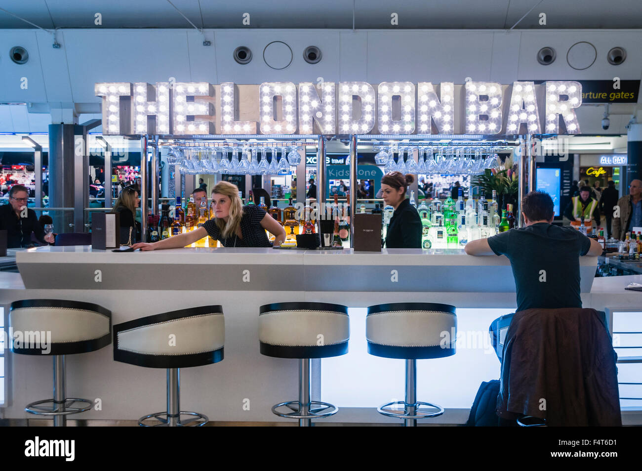 'The London' bar in Gatwick airport departures lounge. - Stock Image