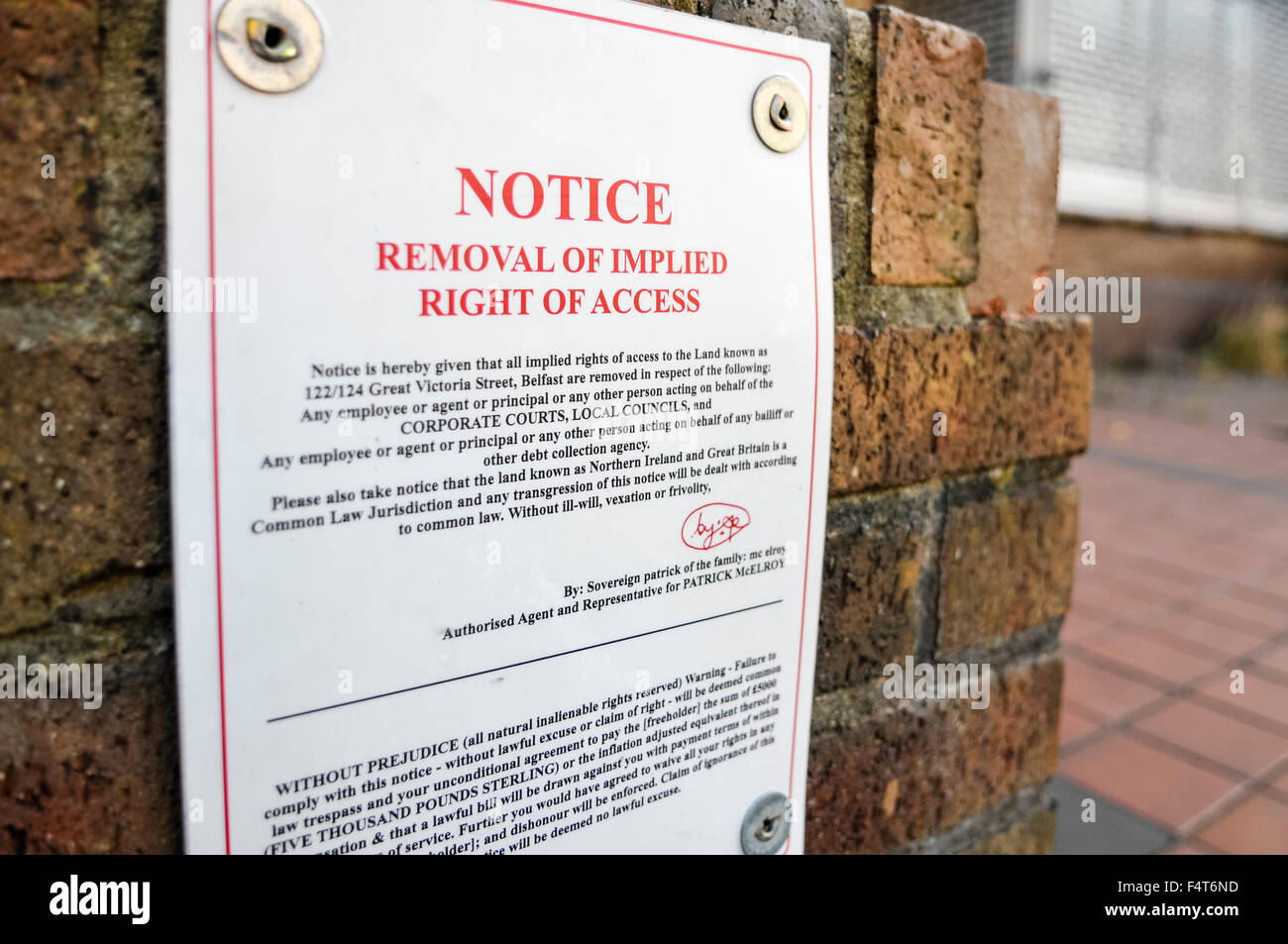 Notice of removal of implied right of access at private property in Belfast - Stock Image