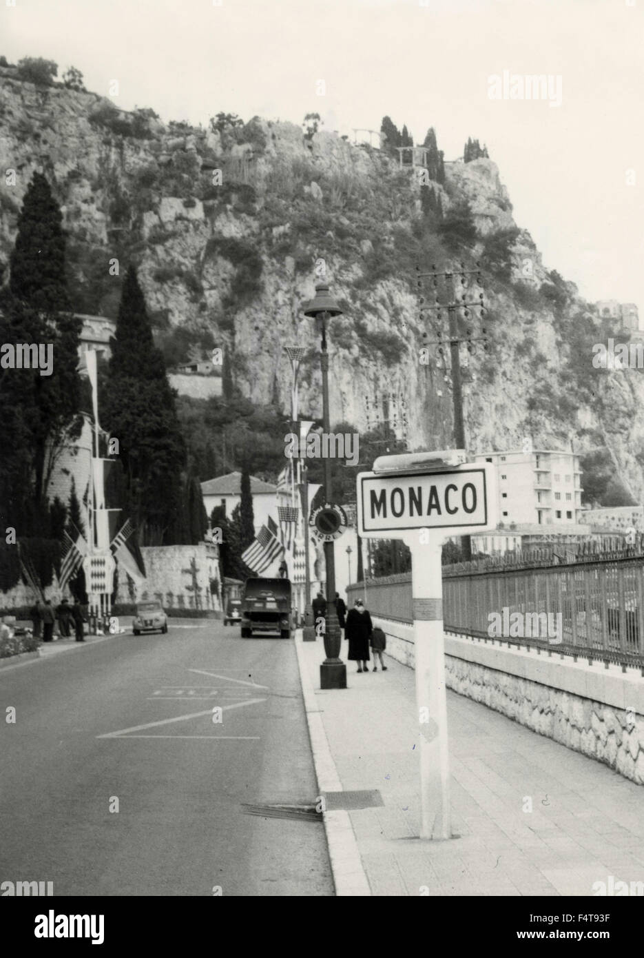 The border between France and Monaco set up with flags for the wedding of the actress Grace Kelly and Prince Rainieri - Stock Image