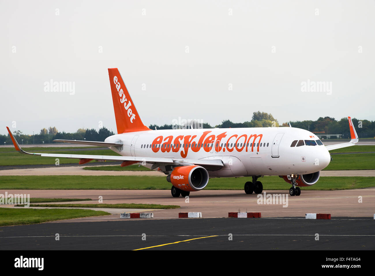 EasyJet Airline Airbus A320-214 Airliner G-EZWW Taxiing for Departure at Manchester International Airport England Stock Photo
