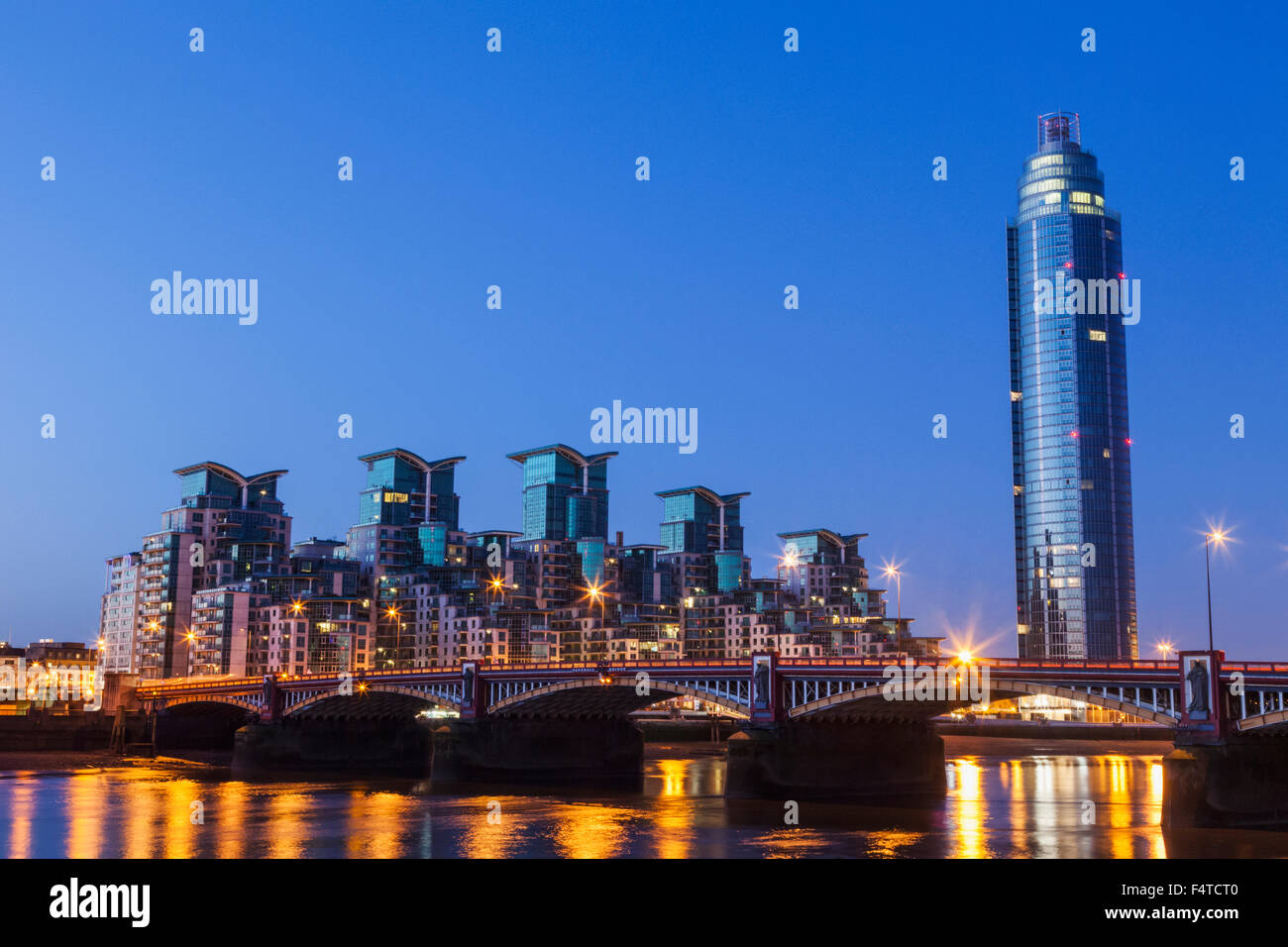 England, London, Vauxhall, Saint George Wharf and Vauxhall Tower at Dawn - Stock Image