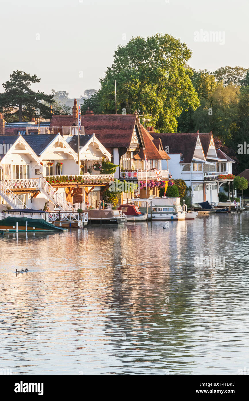 England, Oxfordshire, Henley-on-Thames, Boathouses and  River Thames - Stock Image