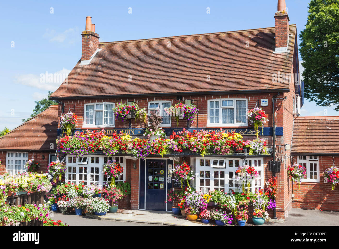 England, Hampshire, Country Pub - Stock Image