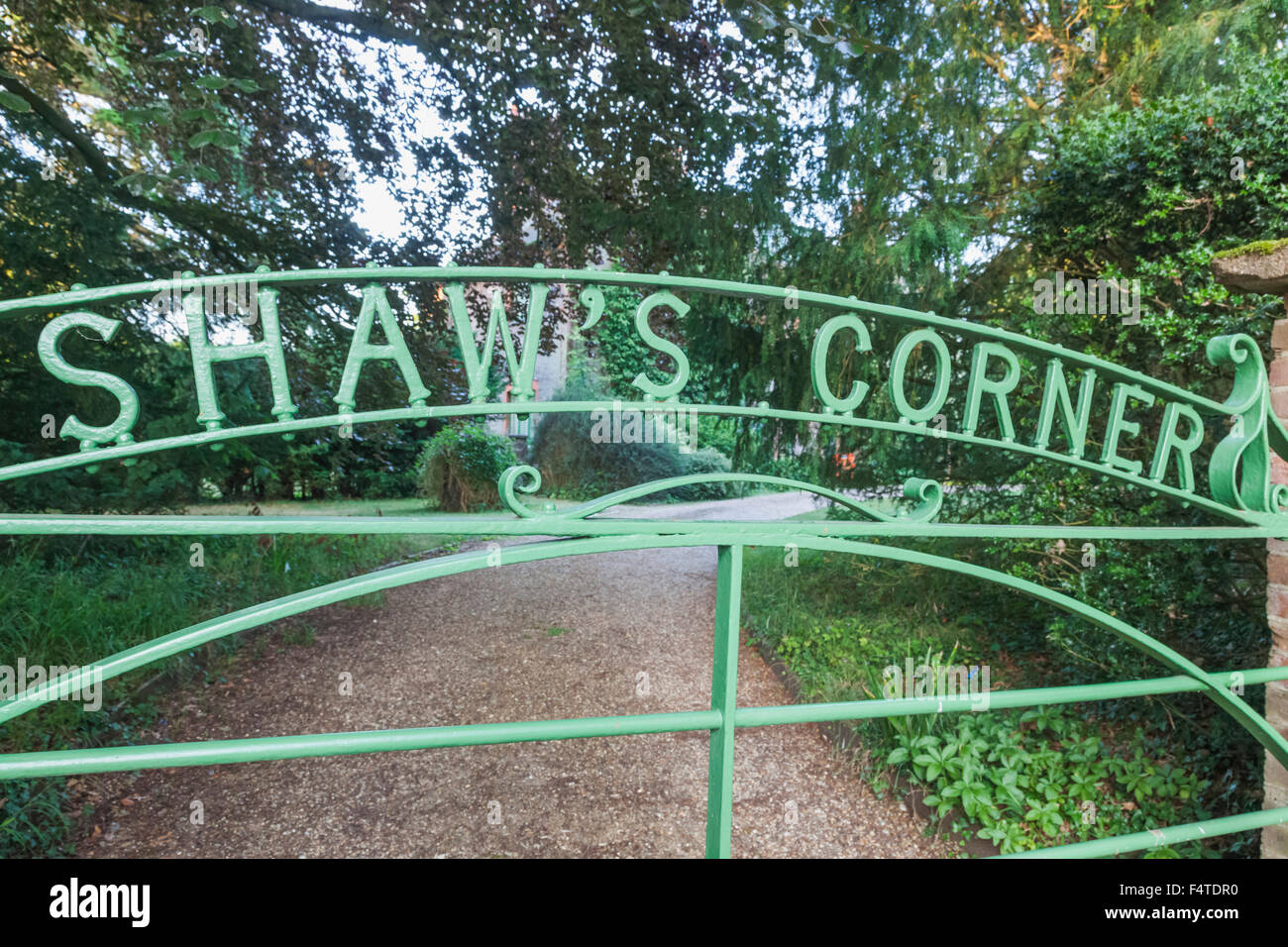 England, Hertfordshire, Ayot Saint Lawrence, Entrance Gate to Shaw's Corner, The Home of George Bernard Shaw, - Stock Image