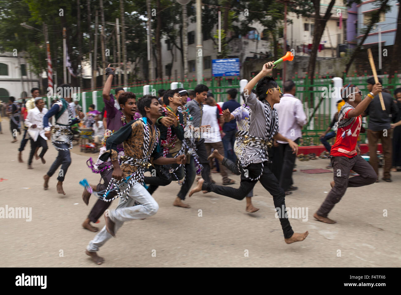 Dhaka, Bangladesh. 22nd Oct, 2015. DHAKA, BANGLADESH 22nd October :Muslims gathered in Hosseni Dalan to observe Stock Photo
