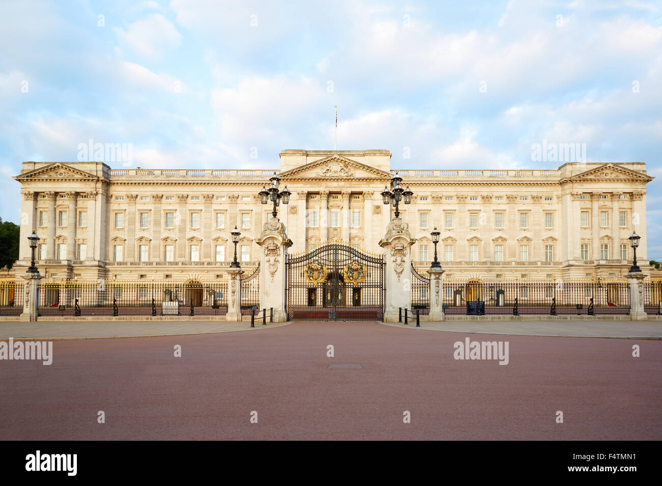 Buckingham palace in the early morning light in London - Stock Image