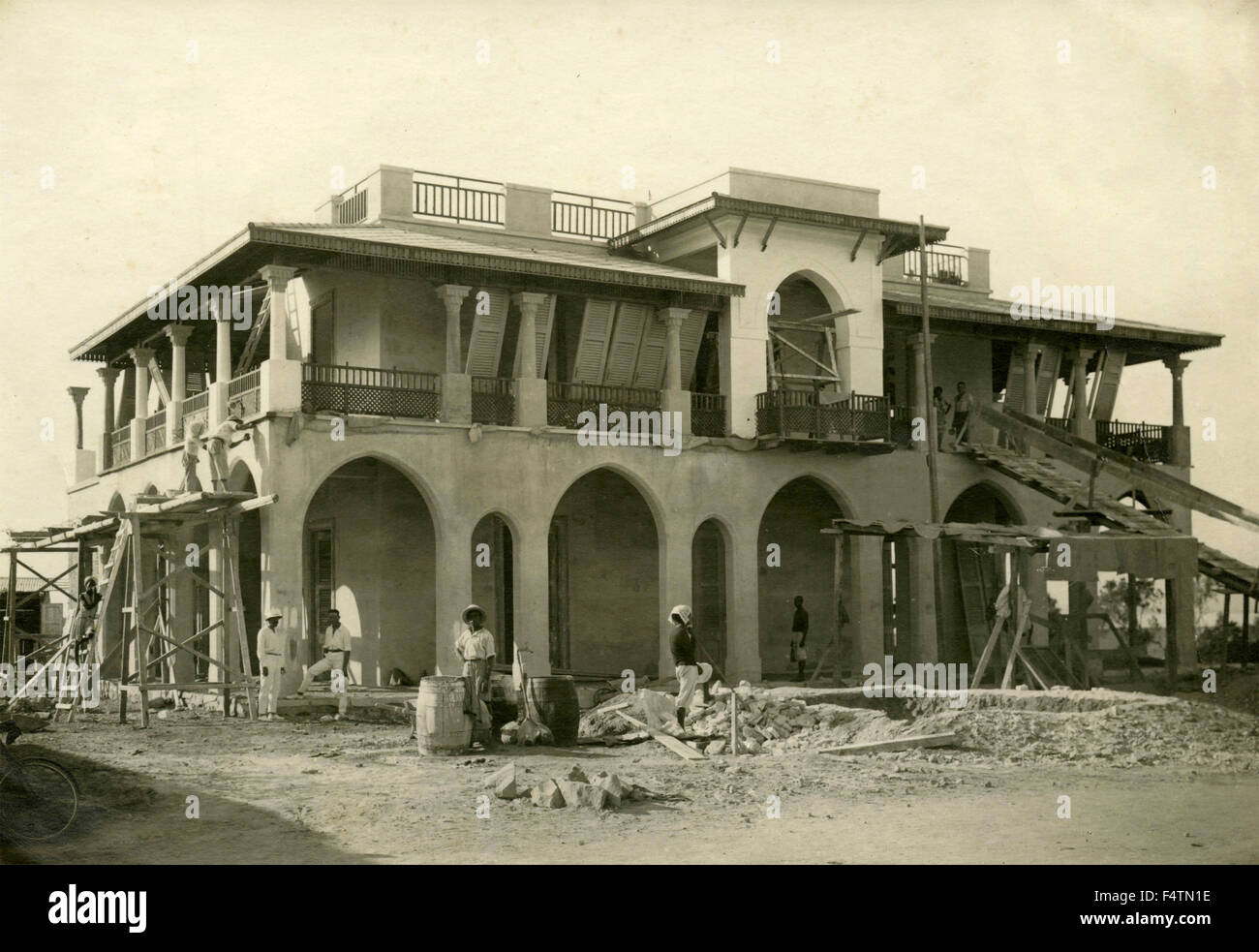 Construction work of an Italian farmhouse building in Africa - Stock Image