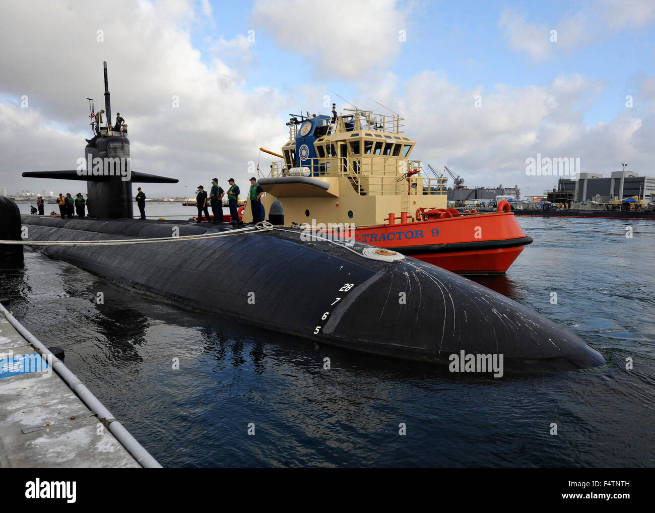 US Navy Los Angeles-class fast-attack submarine USS Albuquerque departs for the final journey at Naval Base Point - Stock Image