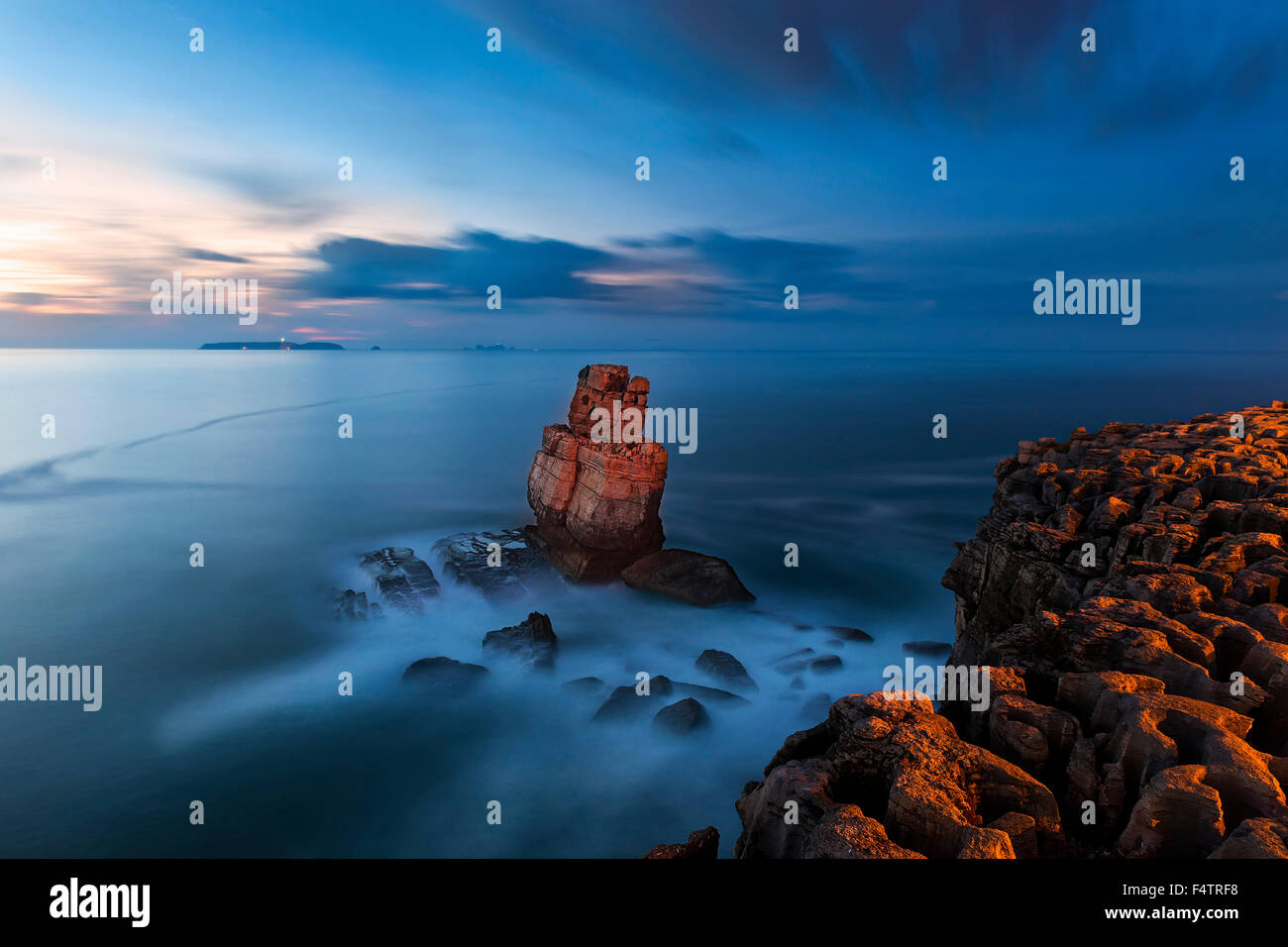 Nau dos Corvos in the Carvoeiro Cape, Peniche, Portugal during the blue hour - Stock Image