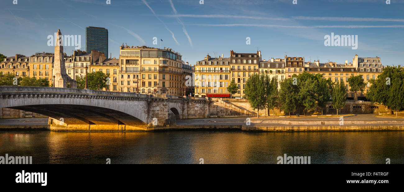Seine River left bank with the Tournelle bridge (pont de la Tournelle) and its statue of Sainte Genevieve. Paris, - Stock Image