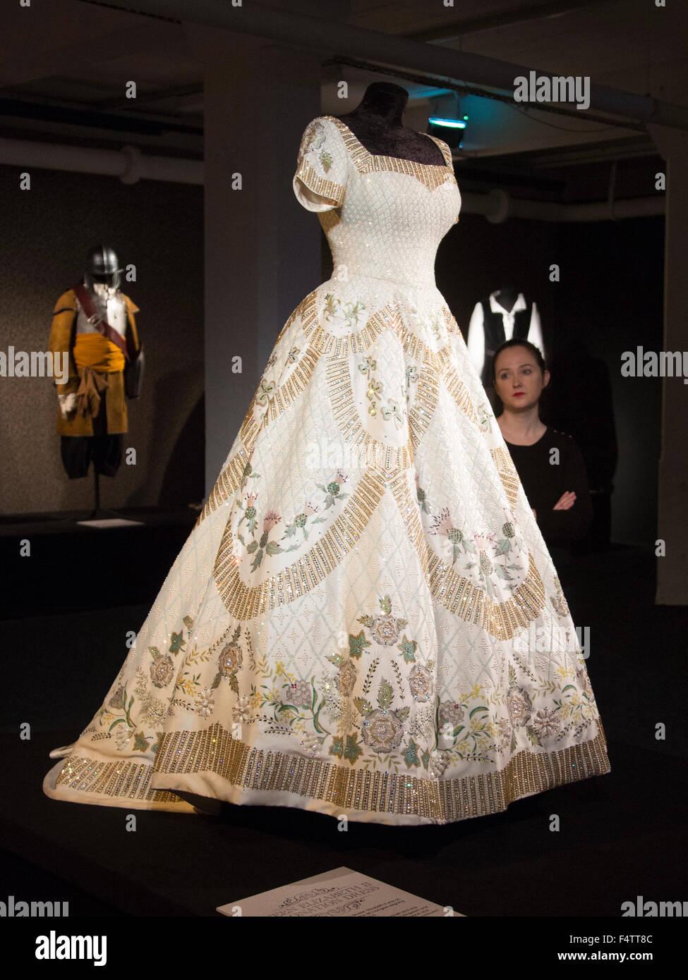 London, UK. 22/10/2015. Replica of Queen Elizabeth II Coronation ...