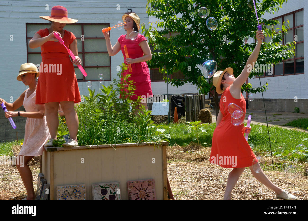 Street entertainers in Greenbelt, Maryland - Stock Image