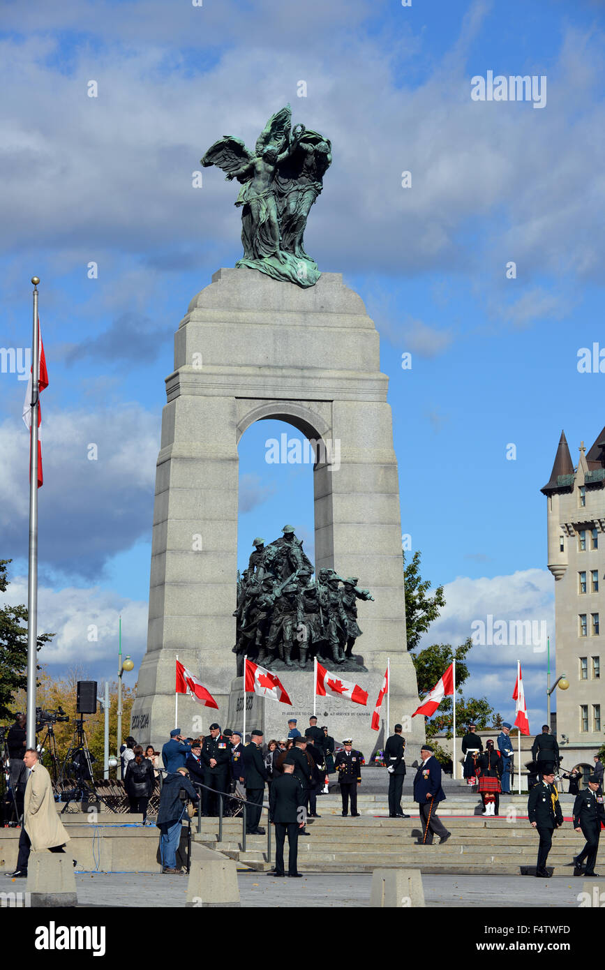 Ottawa, Canada - October 22, 2015: People begin clearing out after attending the memorial for centurion Nathan Cirillo - Stock Image
