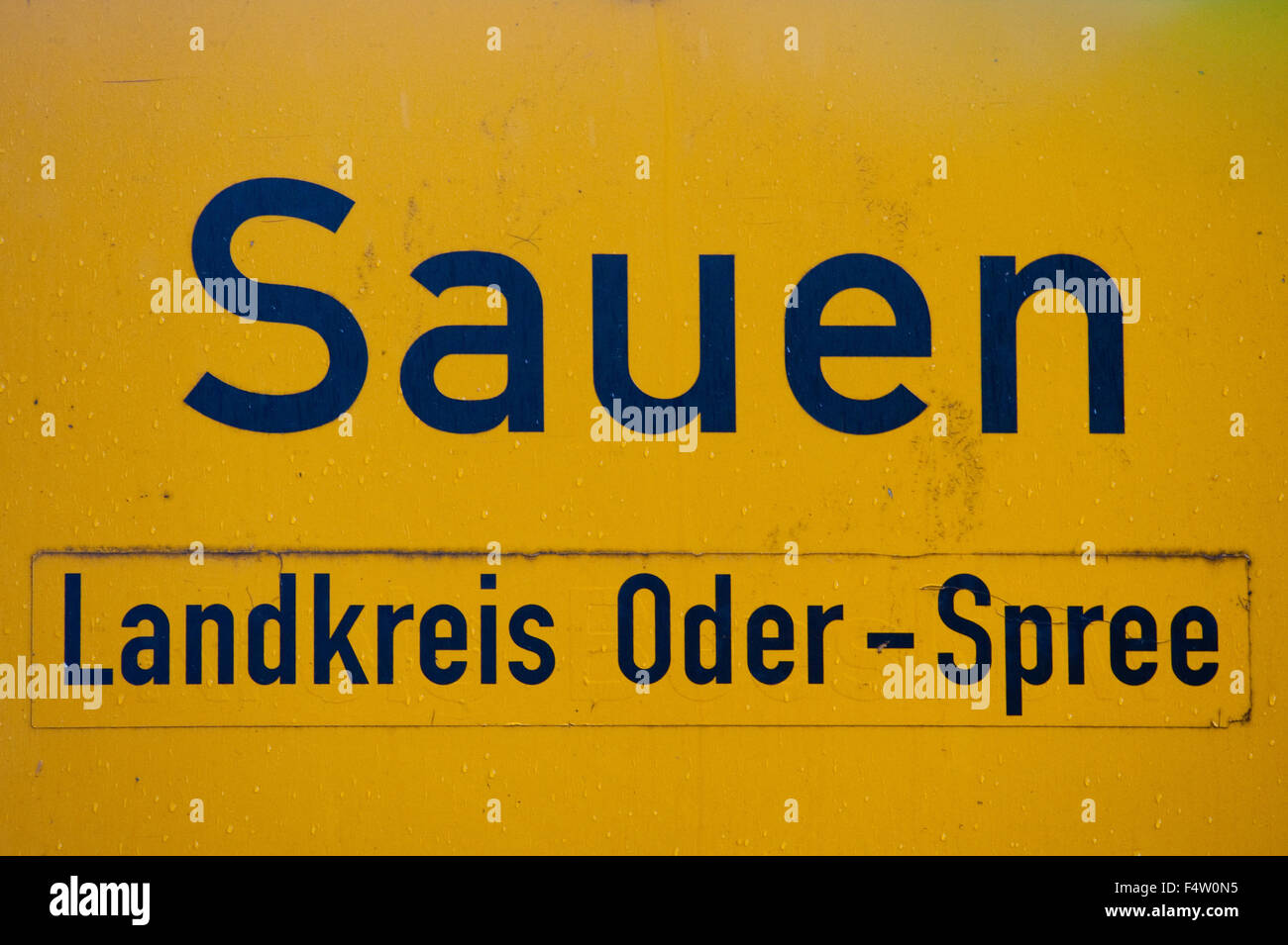 Sauen, Germany. 20th Oct, 2015. The town sign of Sauen, Germany, 20 October 2015. Sauen, located in eastern Germany, - Stock Image