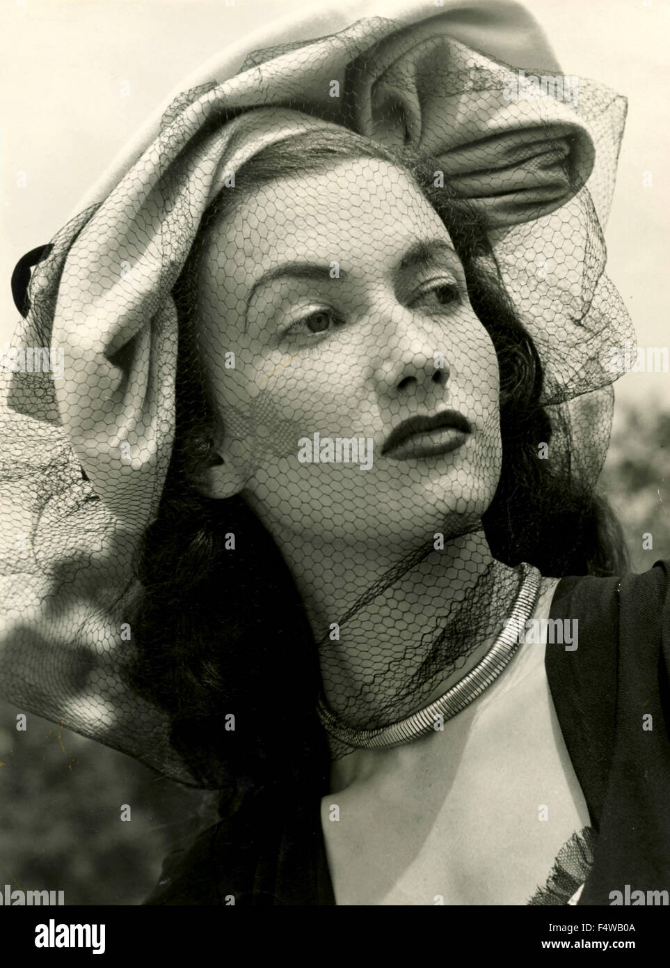 The British actress Zena Marshall presents a hat by designer Otto Lucas - Stock Image