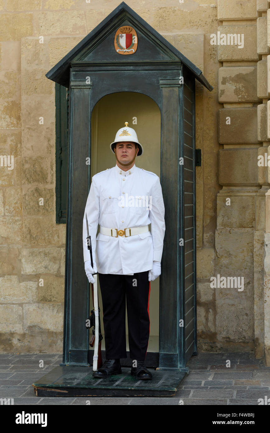 Ceremonial Guard outside the Grand Masters Palace in Valletta - Stock Image