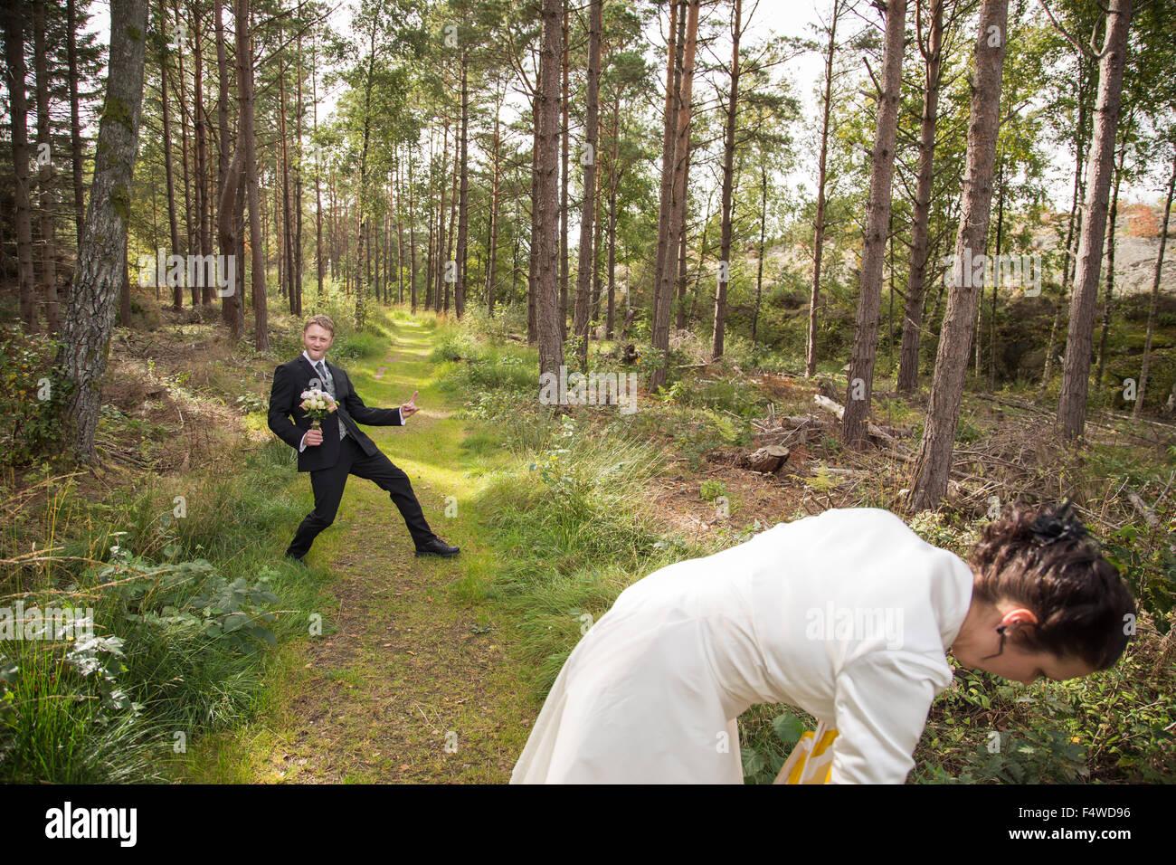 Sweden, Swedish West Coast, Bohuslan, Newly wed couple in forest - Stock Image