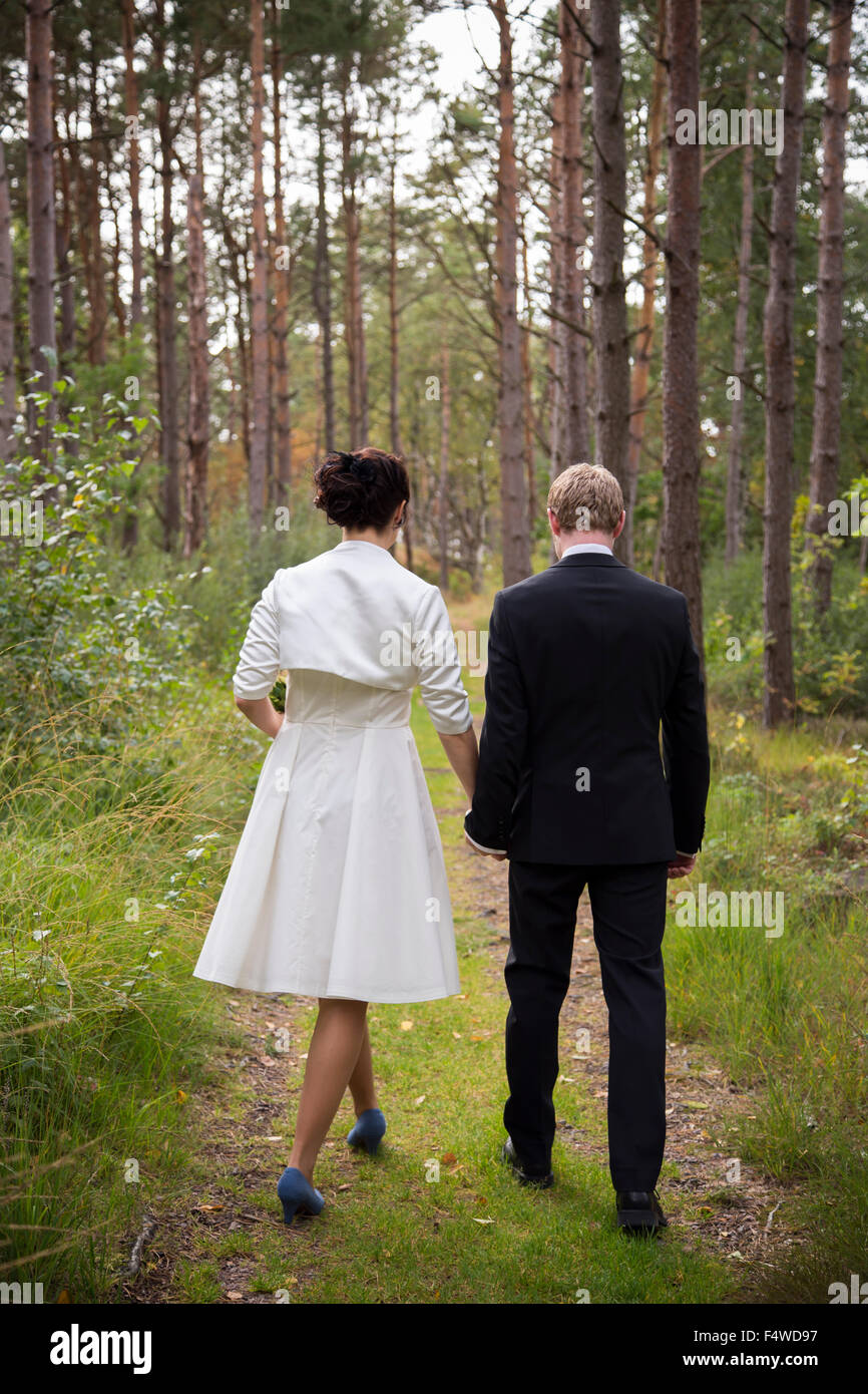 Sweden, Swedish West Coast, Bohuslan, Newly wed couple in forest - Stock Image