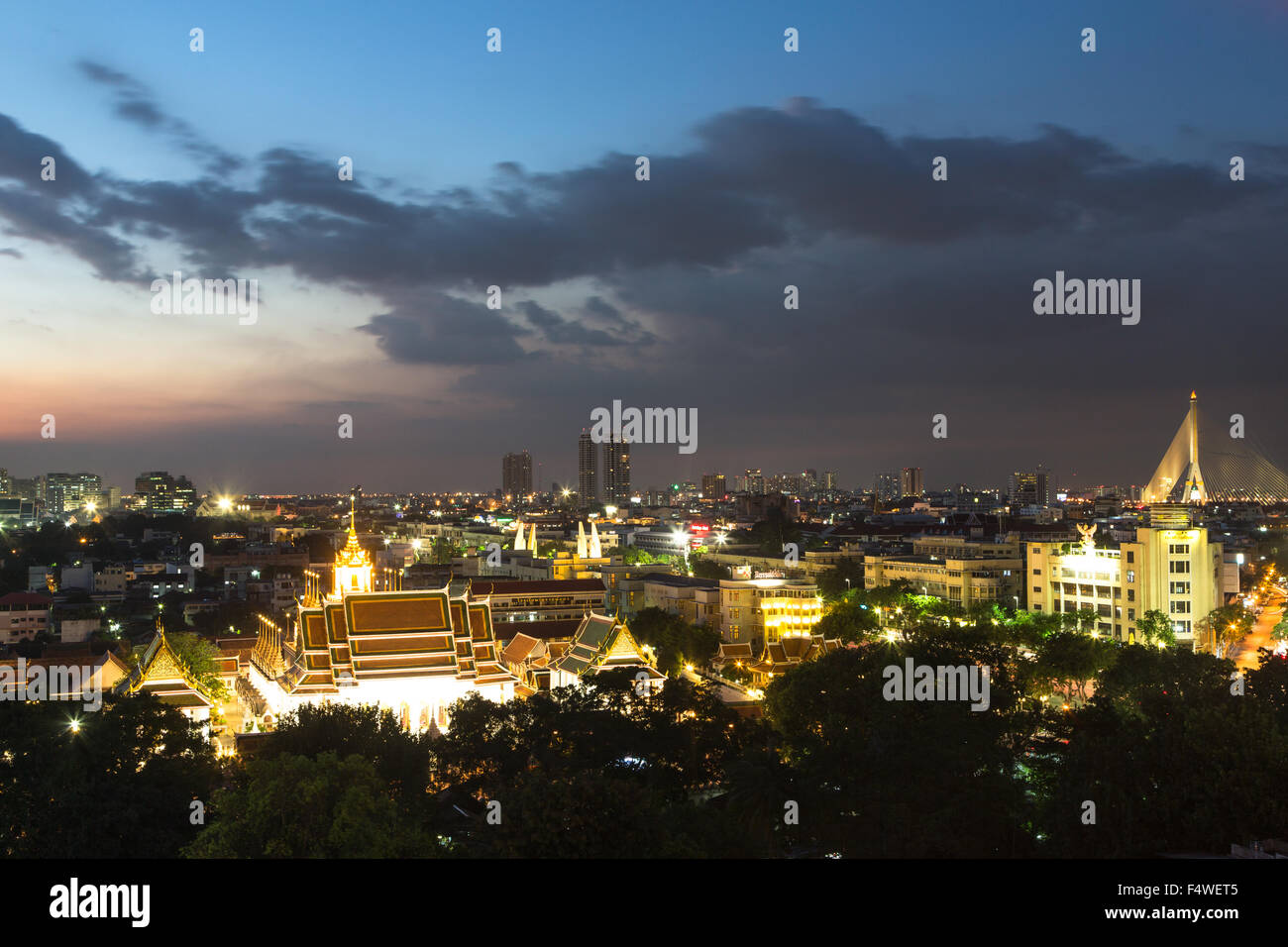 A night view of wat Thepthidaram in Bangkok old town. This city is Thailand capital city and dotted with Buddhist - Stock Image