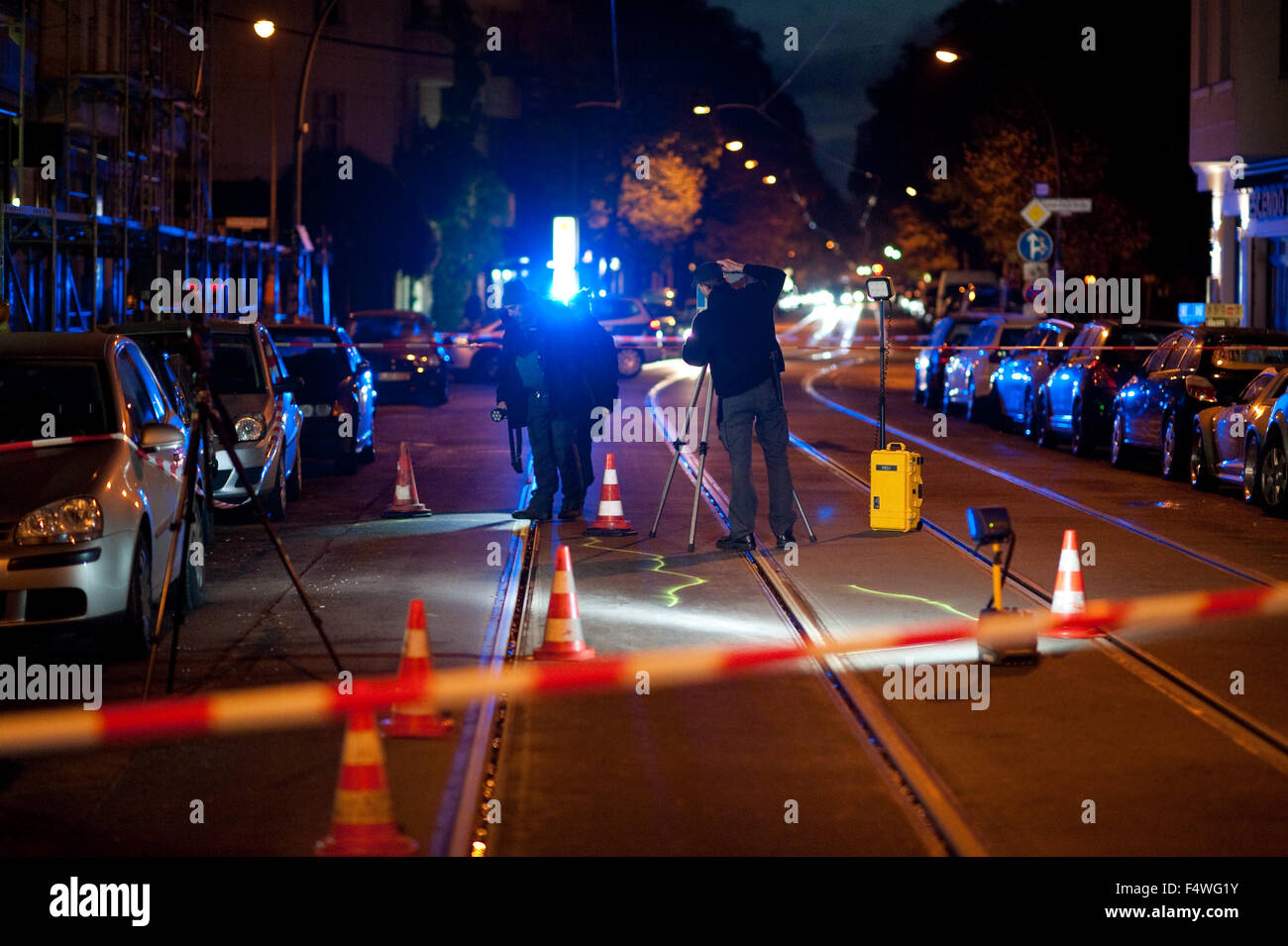 Officers of the Criminal Investigation Department examine a crime scene in Kopernikusstrasse in Berlin, 23 October - Stock Image