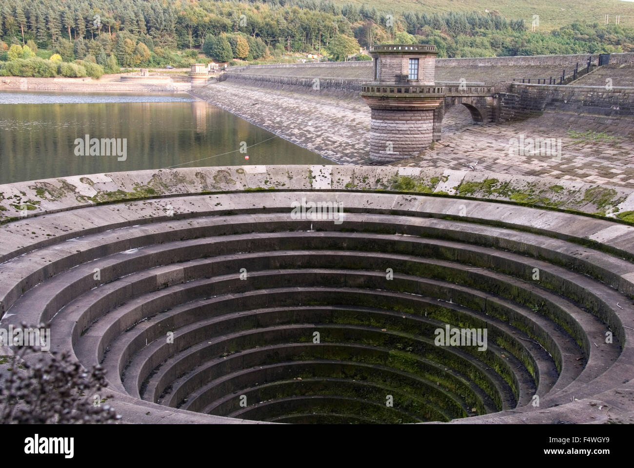DERBYSHIRE UK - 06 Oct : Ladybower reservoir bellmouth overflow (or plug hole) and draw off tower on 06 Oct 2013 - Stock Image