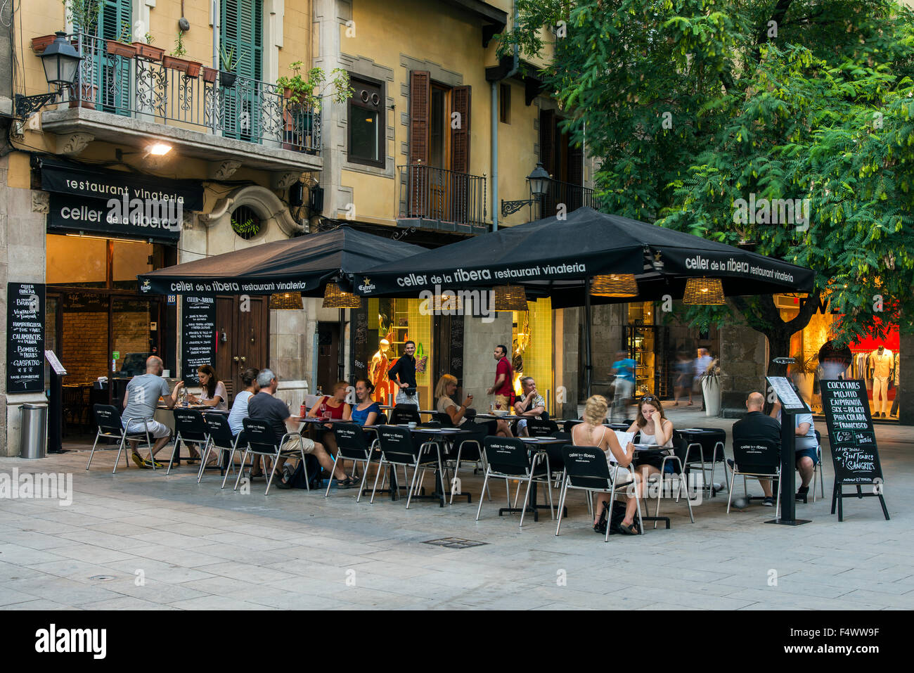 Outdoor cafe in Born quarter, Barcelona, Catalonia, Spain - Stock Image