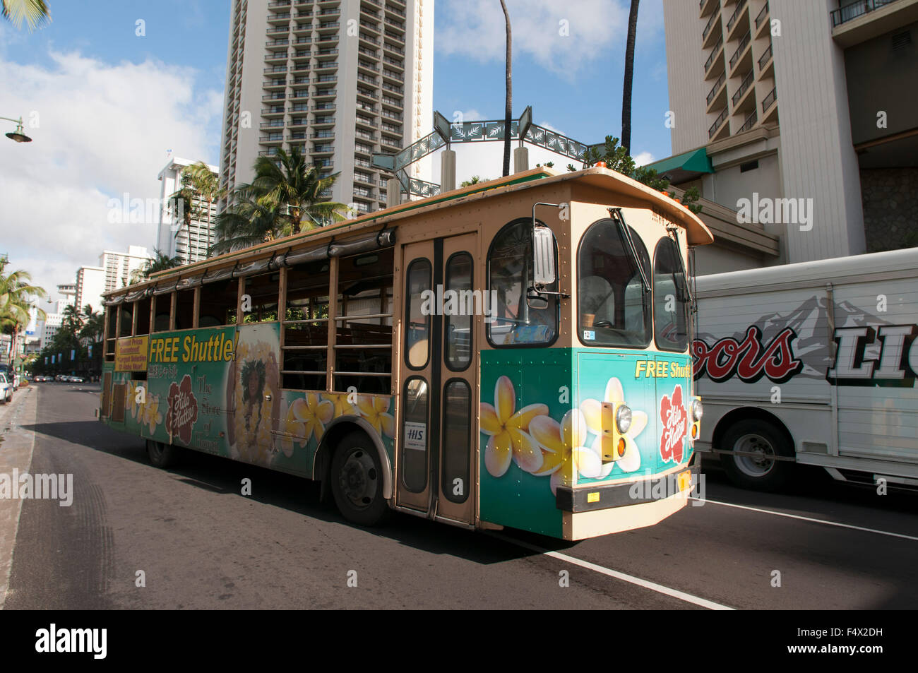 How to Take an Oahu Scenic Bus Ride