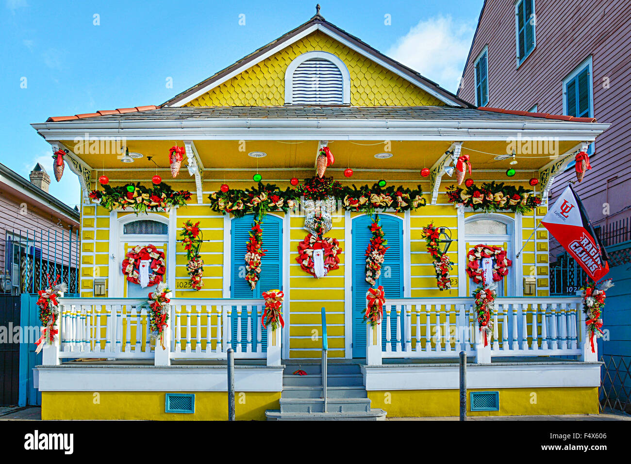 A classic and colorful Creole cottage decorated in garland and wreaths for Xmas holidays in the French Quarter in - Stock Image