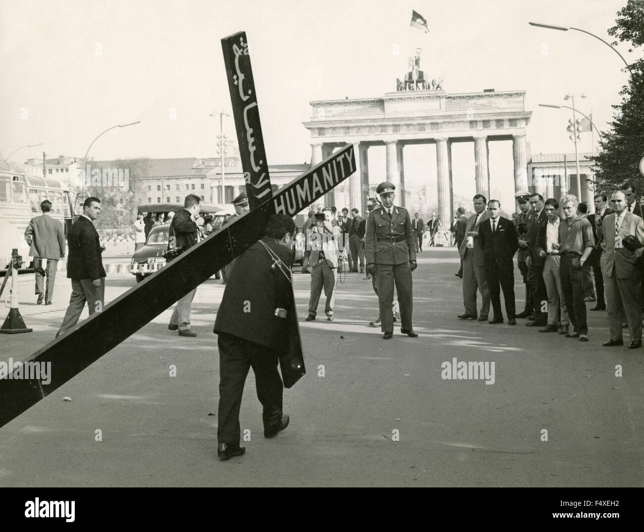The Lebanese merchant Edmond Khayat, pilgrimage with a cross, wants to join the Soviet sector of Berlin, Germany - Stock Image