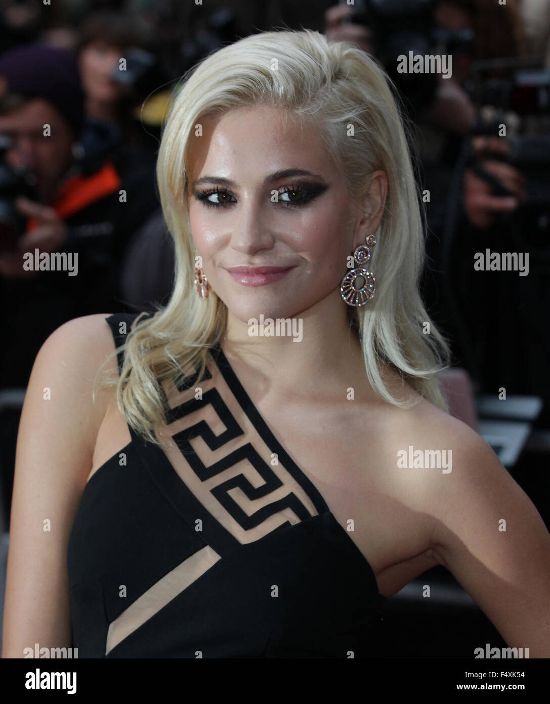 6aac36ffcd4d London, UK, 8th Sep 2015: Pixie Lott attends the GQ Men of the