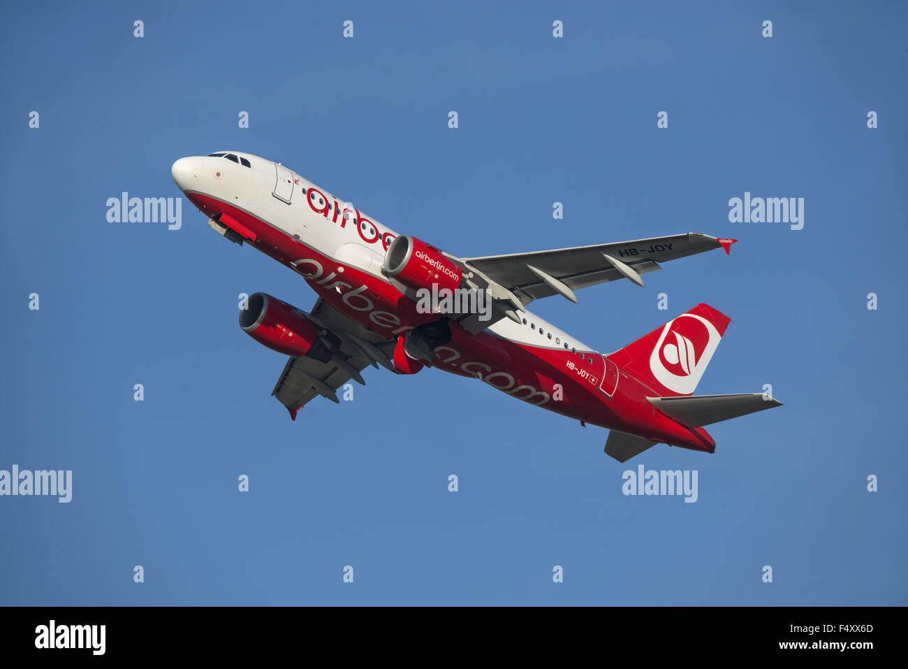 Airbus A319-112, HB-JOY, Airberlin, climbing - Stock Image