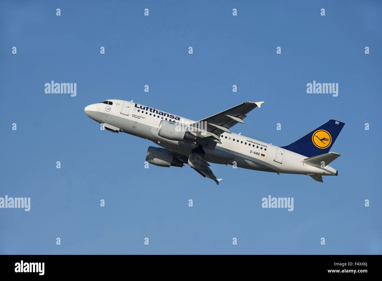 Lufthansa Airbus A319-100, climbing, D-AIBE - Stock Image