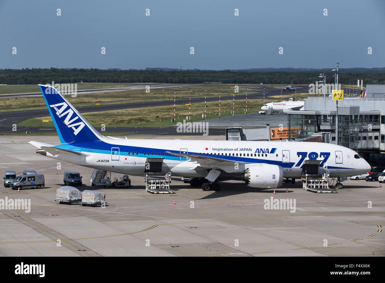 ANA Boing 787, All Nippon Airways, loading, Düsseldorf Airport, DUS, North Rhine-Westphalia, Germany - Stock Image