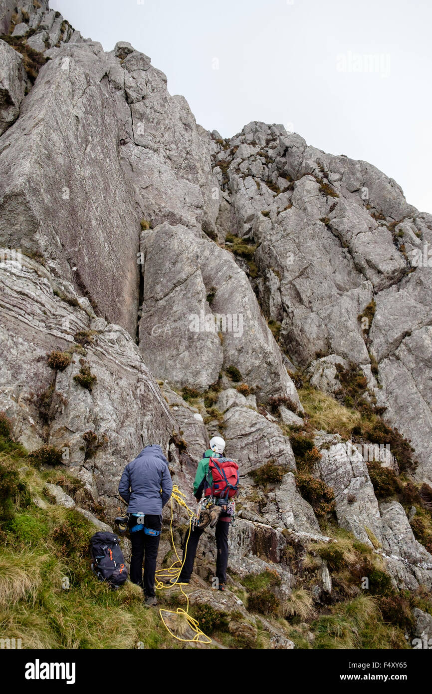 Two rock climbers preparing to climb Grooved Arete HVD 4a on Mount Tryfan east face in Snowdonia National Park. Stock Photo