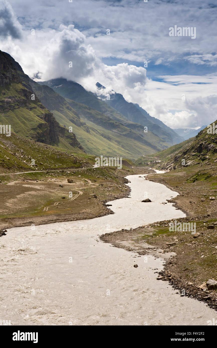 India, Himachal Pradesh, Lahaul Valley, Sissu village, Leh-Manali highway beside Chandra River - Stock Image