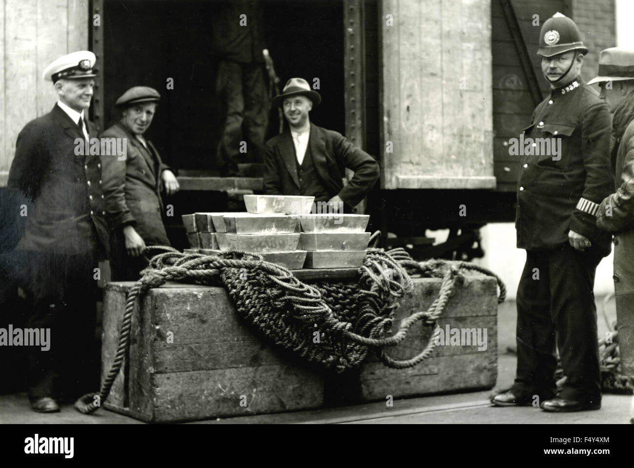 The MV President Roosevelt charging aboard the silver bullion, Southampton, UK - Stock Image