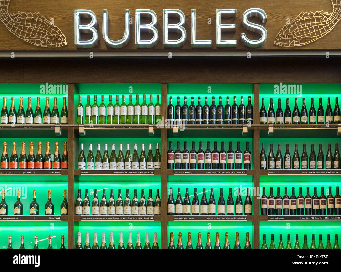 Bubbles Oyster and wine bar. Bottles of wine on display. Amsterdam Schiphol Airport. - Stock Image