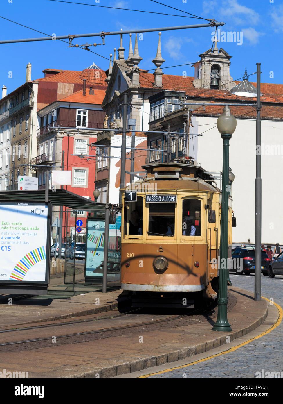 Historic tram on line 1 (one) Passeio Alegre�Infante coming round a bend on Rua Nova da Alf�ndega Porto (Oporto) - Stock Image