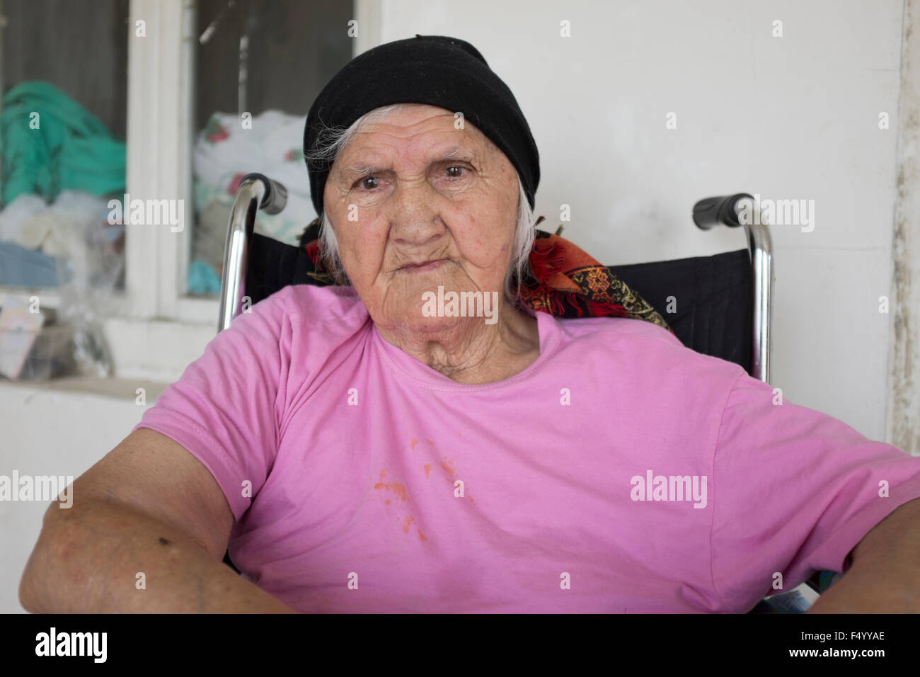 Portrait of a South Ossetian elderly lady displaced by war now living with her daughter and son in law in Pankisi - Stock Image
