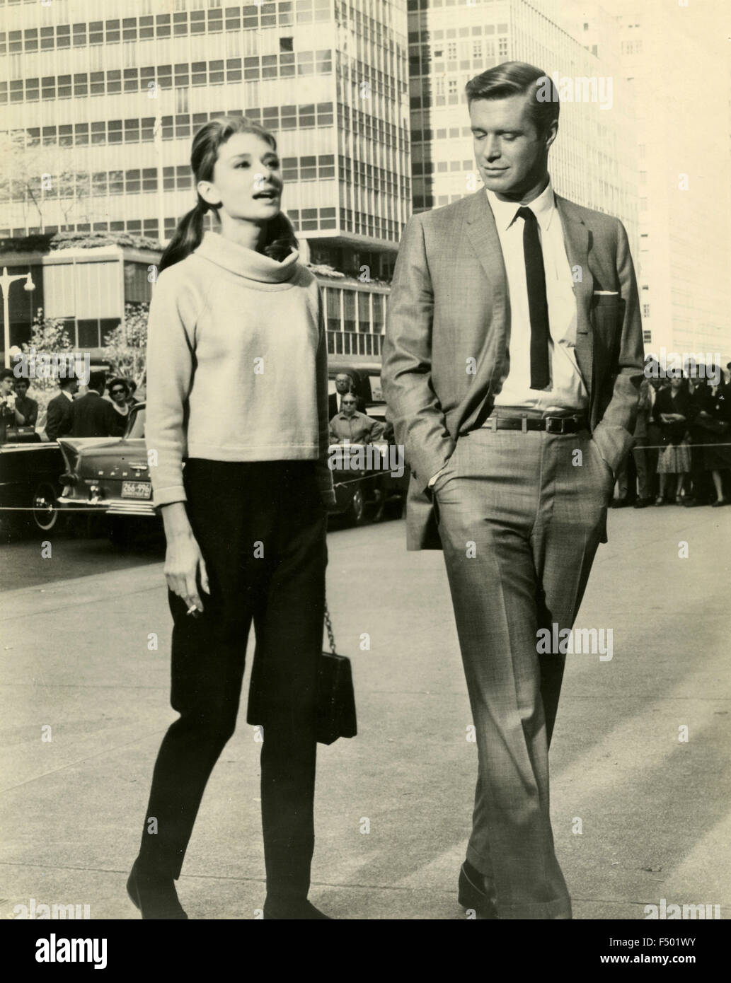 The actors Audrey Hepburn and George Peppard in a scene from the film 'Breakfast at Tiffany's', USA - Stock Image