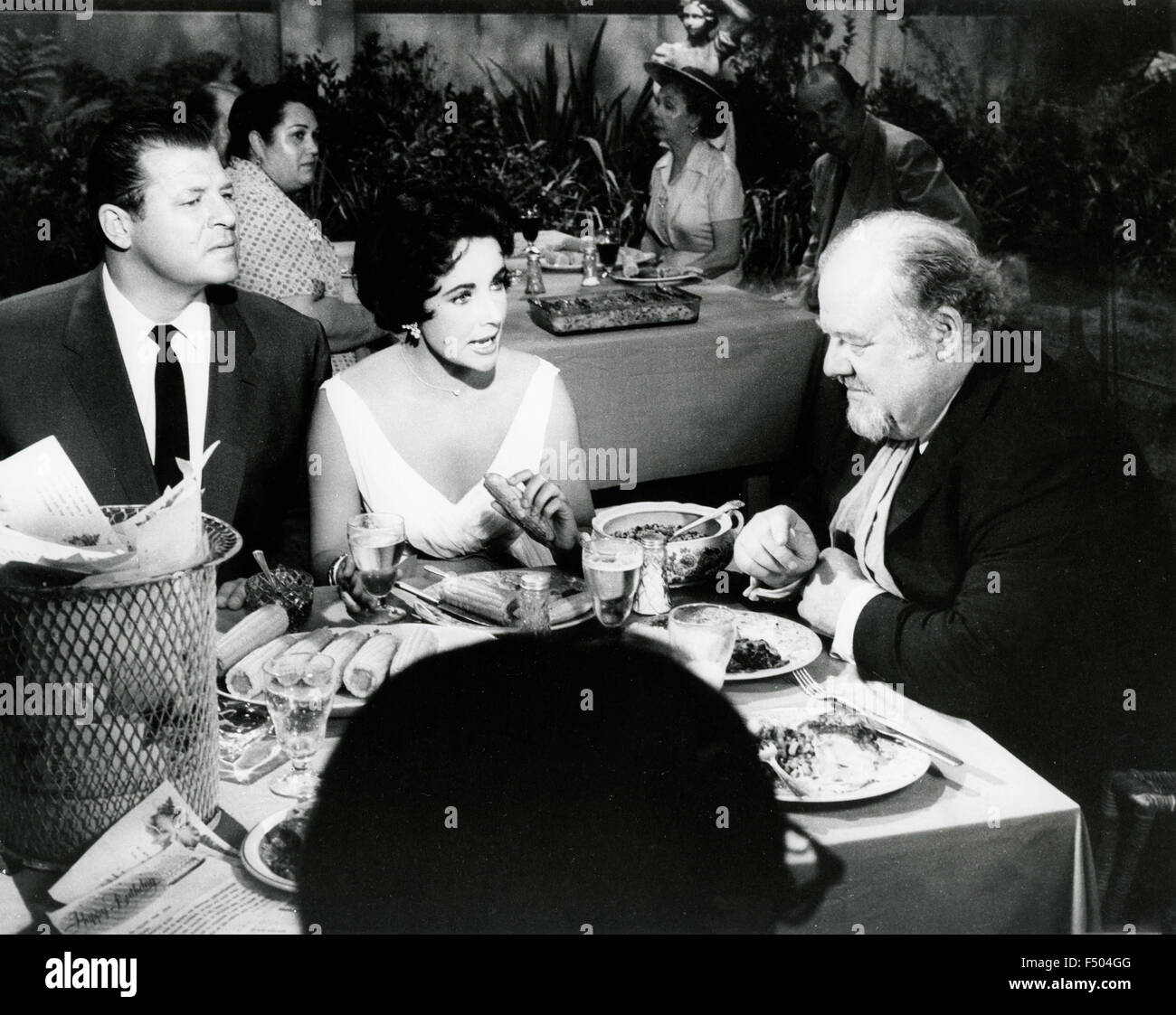 The actors Elizabeth Taylor, Burl Ives and Jack Carson in a scene from the film 'Cat on a Hot Tin Roof', - Stock Image