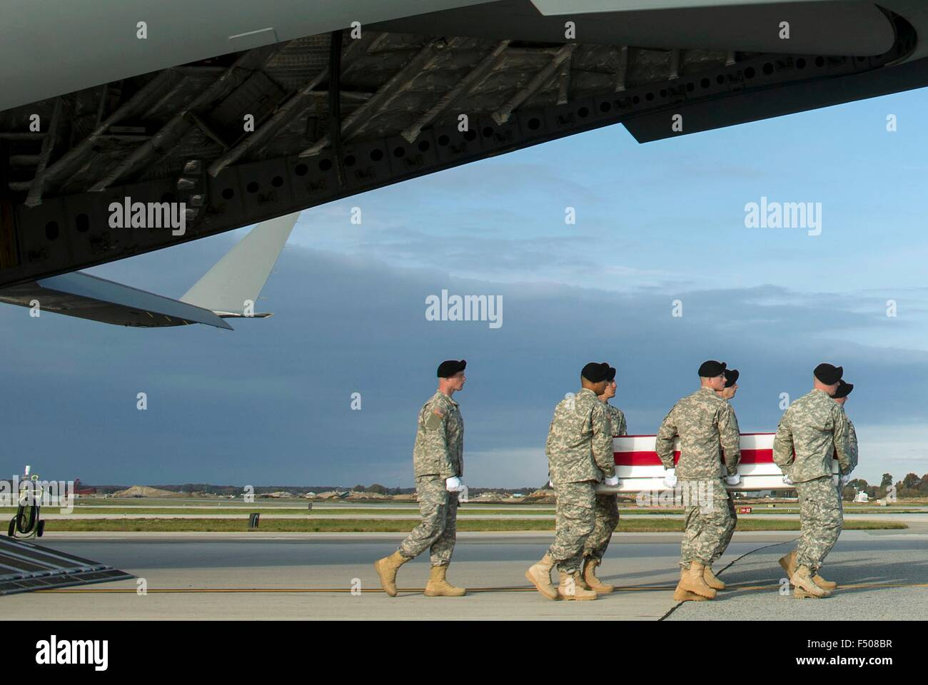 A US Army carry team transfers the remains of U.S. Army Master Sgt. Joshua L. Wheeler killed in action in Iraq during - Stock Image