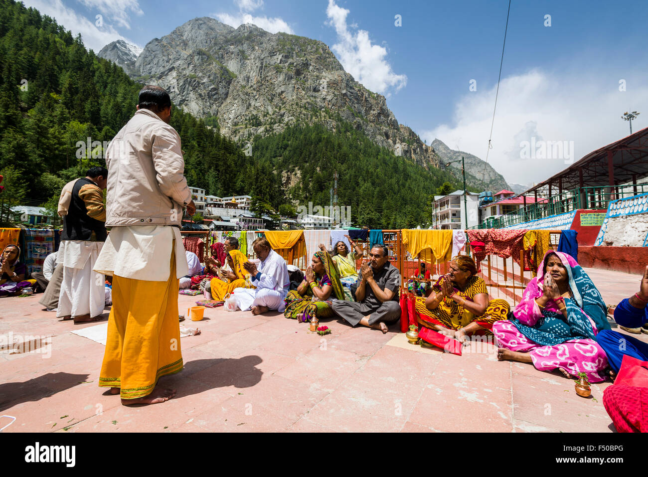 A group of pilgrims at the banks of the river Ganges is performing Ganga Pooja, a religeous ceremony - Stock Image