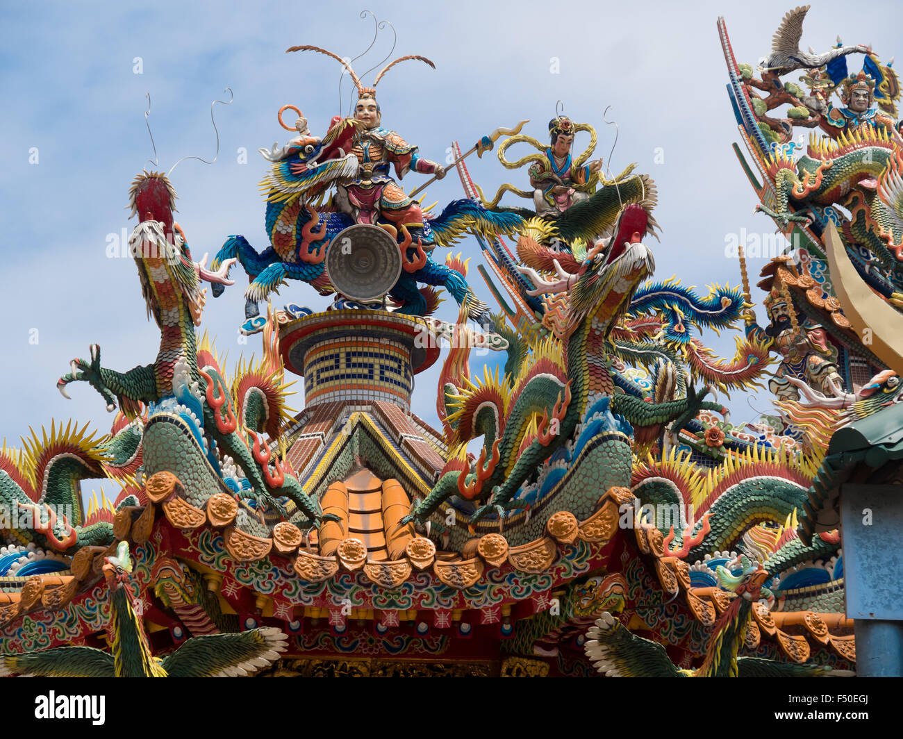 Ornate mosaic sculptures on top of a Taoist temple in Taiwan Stock Photo
