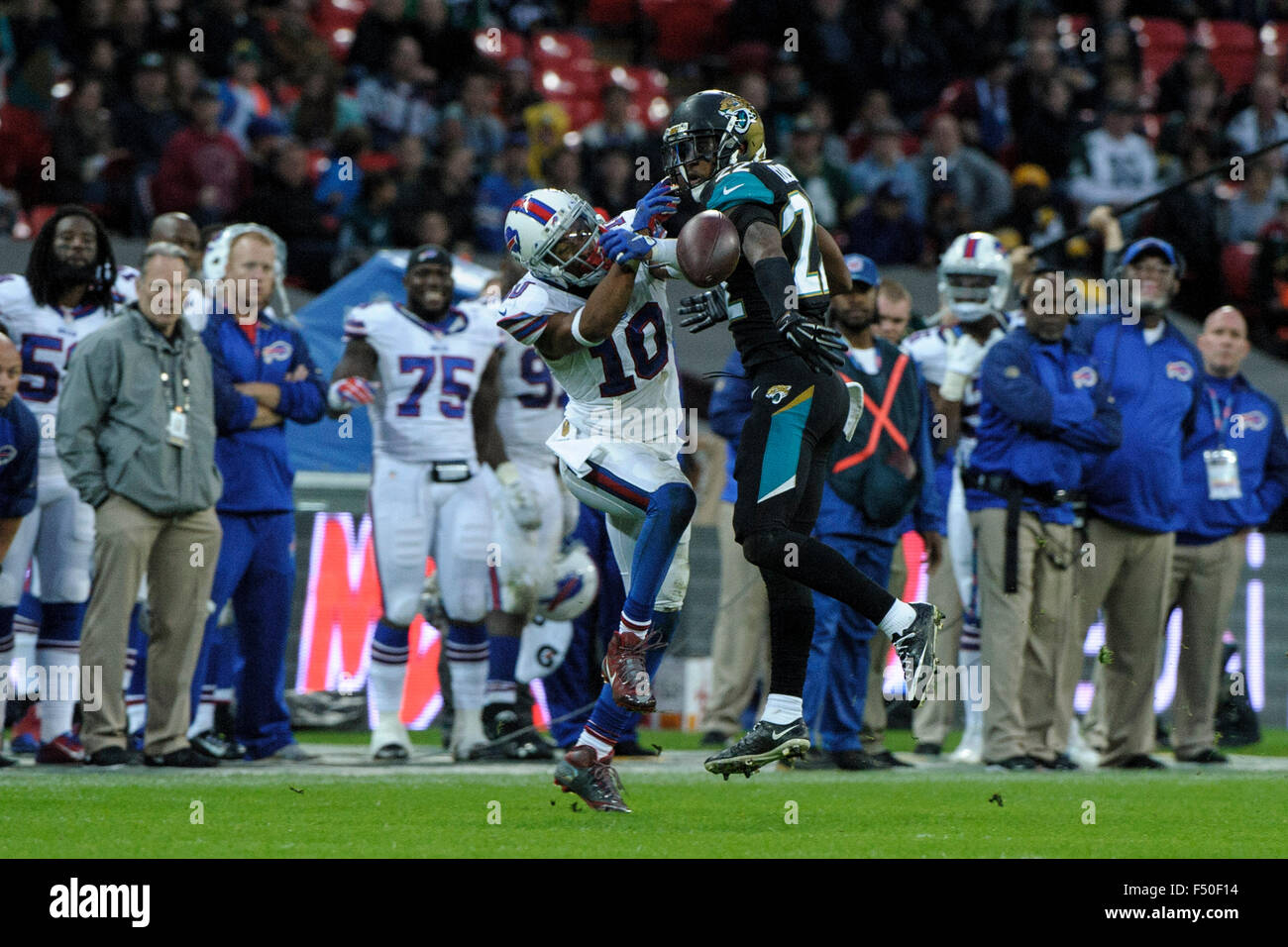 London, UK. 25th Oct, 2015. NFL International Series. Buffalo Bills versus Jacksonville Jaguars. Jaguars Corner - Stock Image