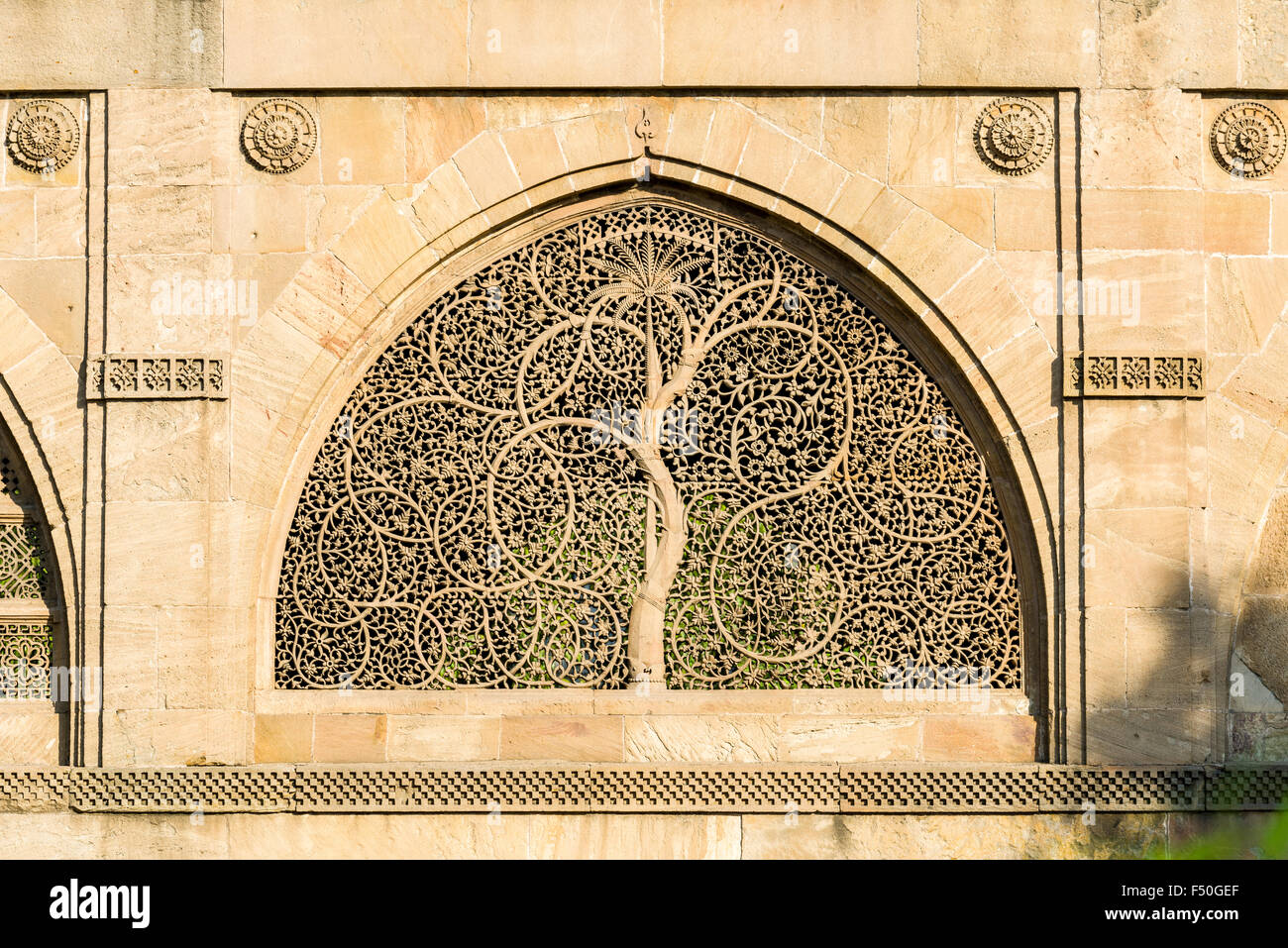 One of the artfully rockcarved windows of the Sidi Saiyyed Mosque - Stock Image