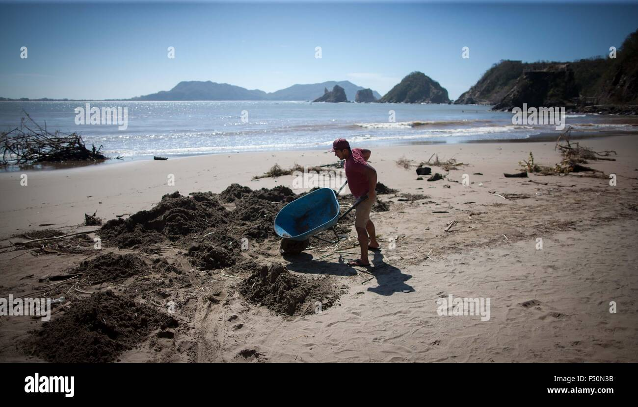 San Patricio Melaque Mexico 25th Oct 2015 A Man Works On A Beach