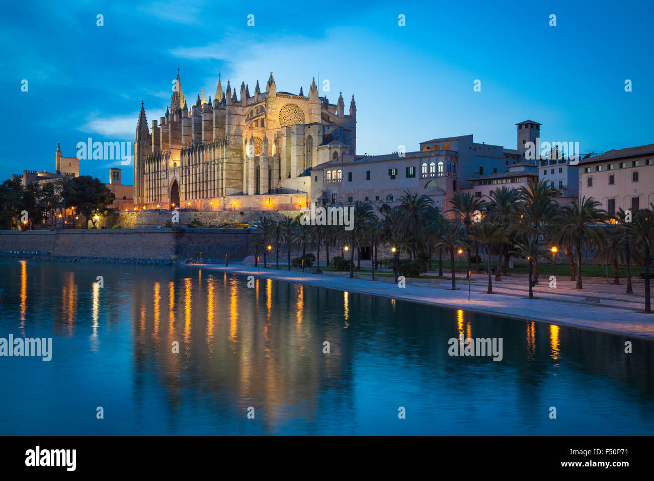 Cathedral San Seu in Palma de Mallorca by night - Stock Image