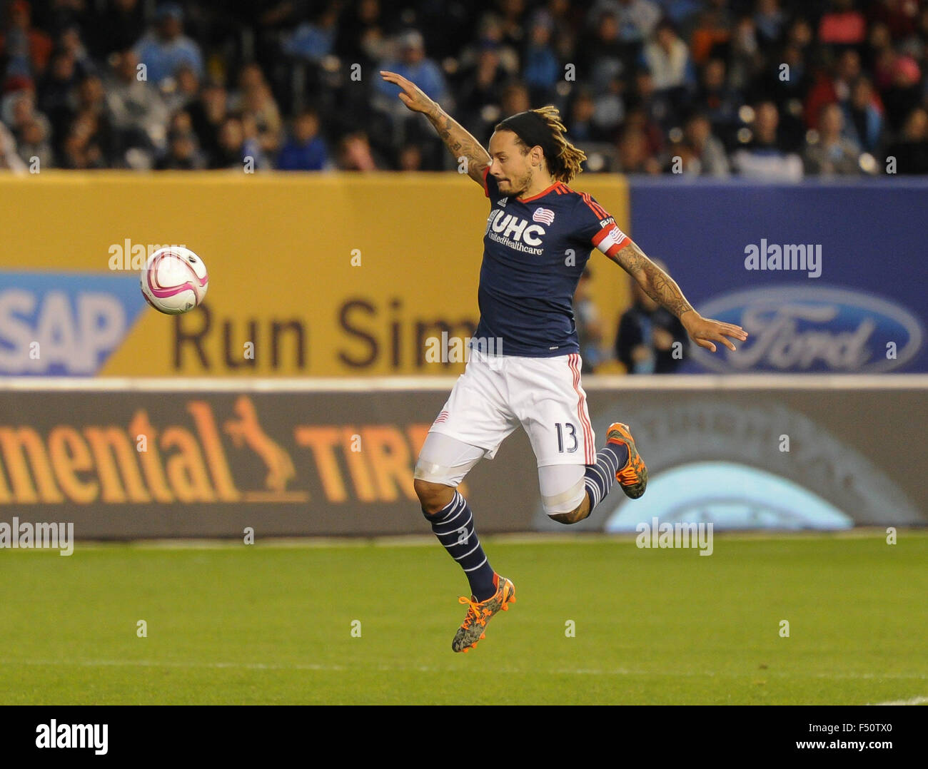 Bronx, New York, USA. 25th Oct, 2015. Jermaine Jones (13) of New England Revolution in action during a match against - Stock Image