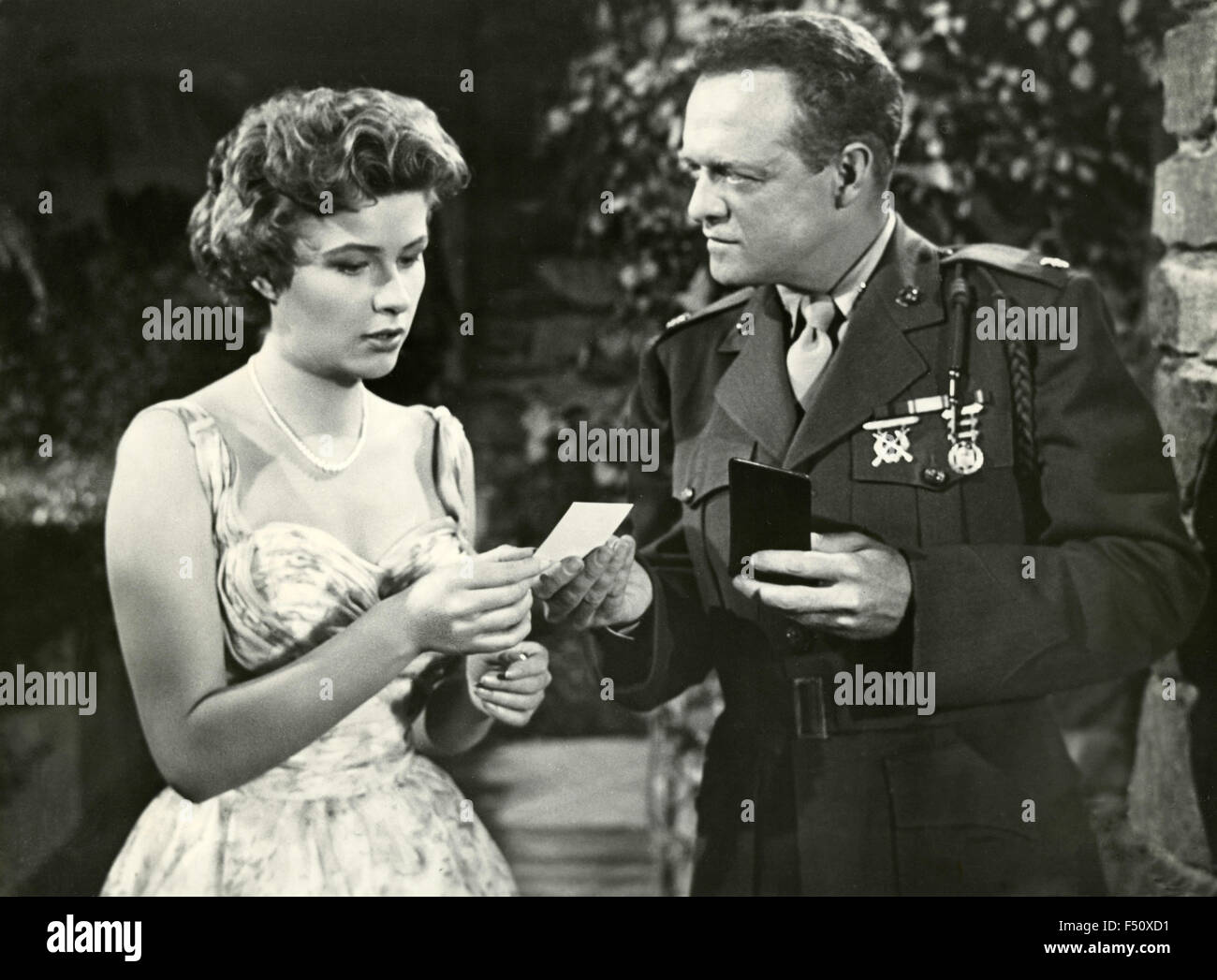 The actors Van Heflin and Mona Freeman in a scene from the movie 'Battle Cry', USA - Stock Image